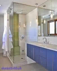 Không gian sang trọng của phòng tắm với vách kính