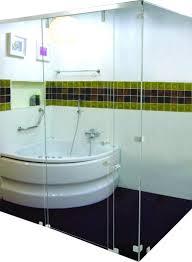 Không gian sang trọng của phòng tắm với vách kính 5
