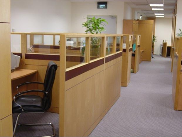Vách ngăn văn phòng sử dụng chất liệu gì