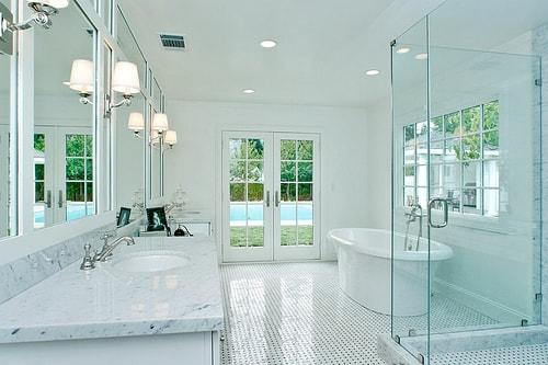 Bảo dưỡng vách ngăn kính phòng tắm