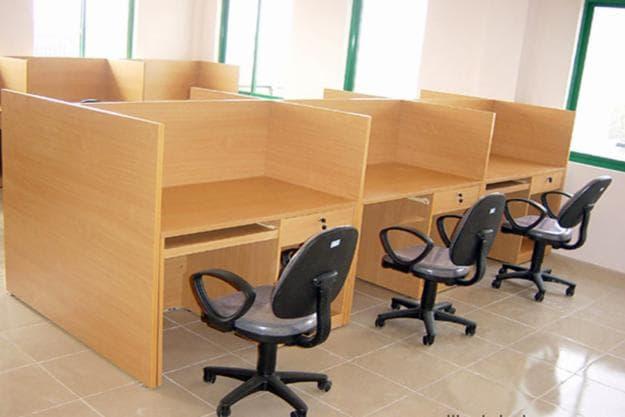 Đánh giá hai loại vách ngăn văn phòng nỉ và gỗ