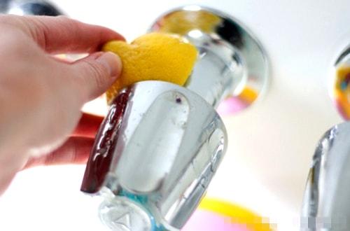 Hướng dẫn vệ sinh vách ngăn kính cường lực