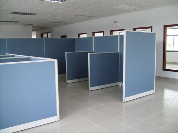 Vách ngăn nỉ DK VNN05 có kết cấu toàn bộ là hệ vách khung nhôm bọc nỉ màu xanh da trời mang lại tính thẩm mỹ cao cho phòng làm việc