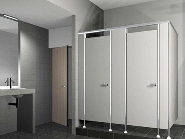 Có nên tự mua phụ kiện vách ngăn nhà vệ sinh Compact?