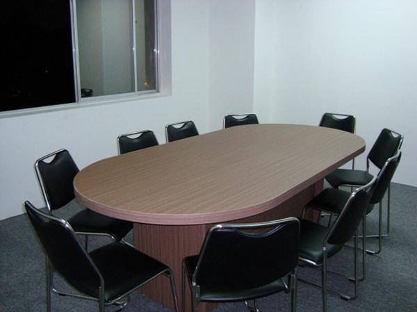 Bàn họp oval đem thẩm mỹ đến không gian phòng họp