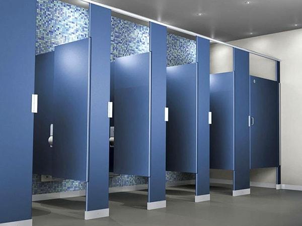3 lý do khiến nhà vệ sinh công cộng nào cũng cần dùng vách ngăn vệ sinh
