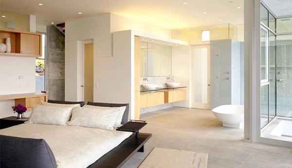 Không đặt nhà vệ sinh hướng thẳng vào đầu giường