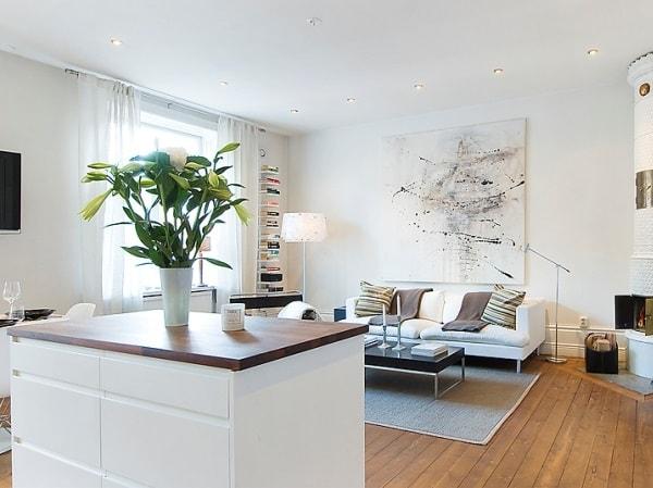 Một bình hoa có kích thước phù hợp sẽ giúp ngôi nhà thêm đẹp mắt hơn