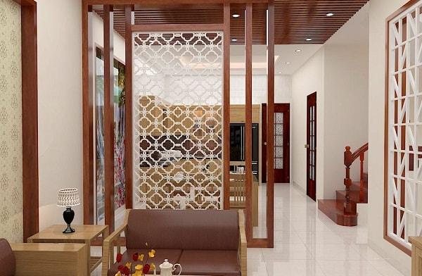 Vách ngăn phòng khách và phòng ăn kết hợp giữa chất liệu gỗ và CNC