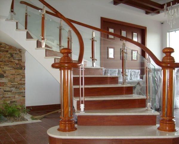 Có thể dựa vào bản mệnh của gia chủ để lựa chọn chất liệu làm cầu thang phù hợp