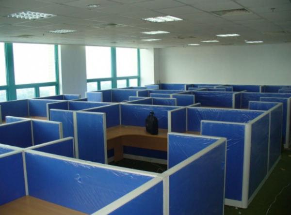 Vách ngăn nỉ chia ô cho mỗi người một khoảng không gian riêng để làm việc, giúp văn phòng chuyên nghiệp hơn
