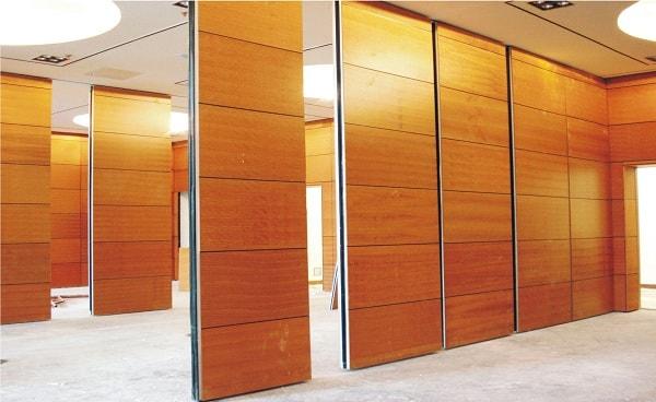 Vách ngăn gỗ Veneer mang đến sự sang trọng cho không gian văn phòng