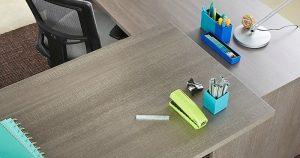 Cách làm sạch bàn làm việc văn phòng từ A đến Z